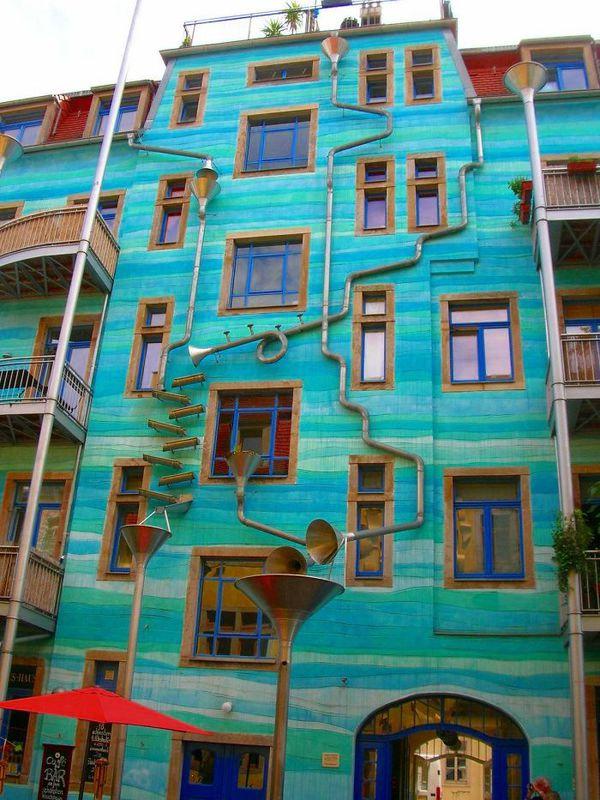 Những ngôi nhà có mặt tiền rực rỡ sắc màu 2