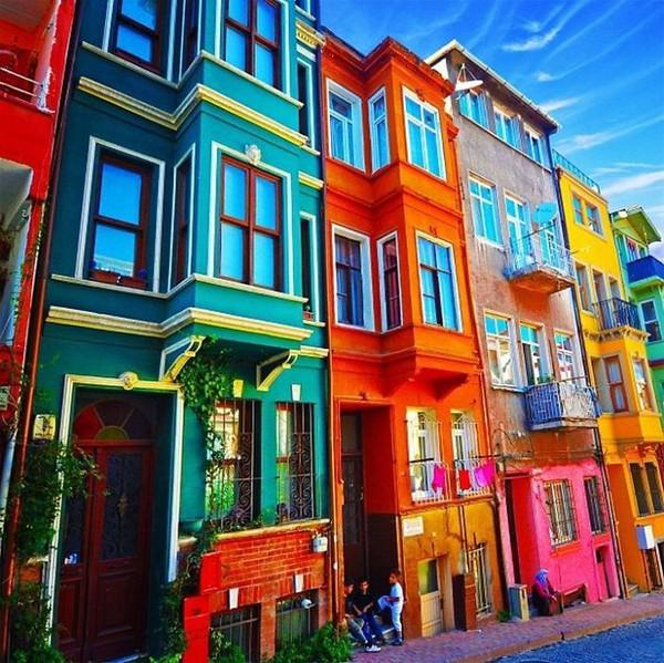 Những ngôi nhà có mặt tiền rực rỡ sắc màu 3