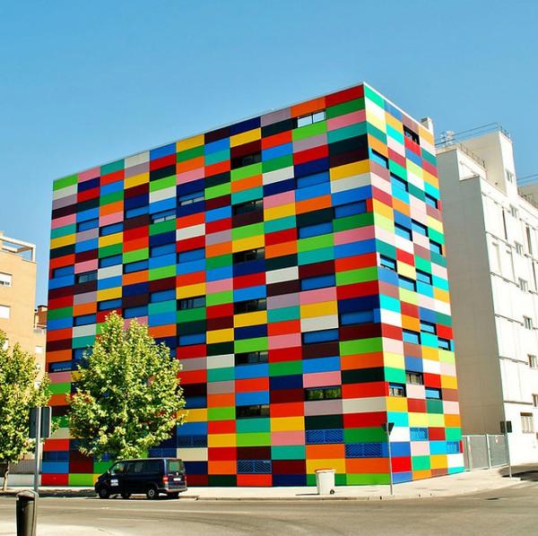 Những ngôi nhà có mặt tiền rực rỡ sắc màu 9
