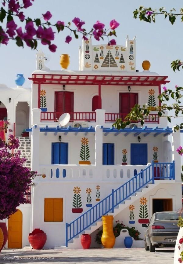 Những ngôi nhà có mặt tiền rực rỡ sắc màu 8