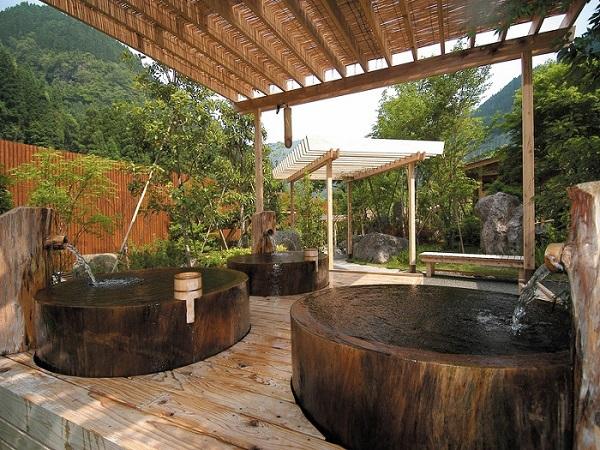 Bồn tắm lộ thiên đơn giản mà quyến rũ theo phong cách Nhật Bản  2