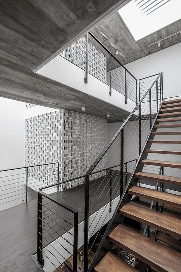 Tư vấn thiết kế và bố trí nội thất cho nhà ống có 2 khoảng vườn xanh 9