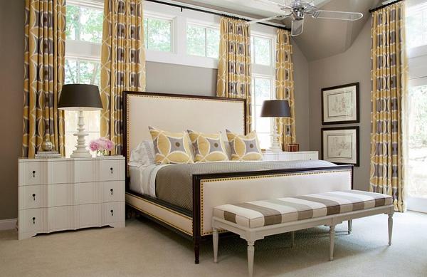 Phòng ngủ với gam màu xám sang trọng và vàng thanh lịch 11