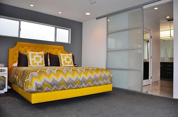 Phòng ngủ với gam màu xám sang trọng và vàng thanh lịch 20