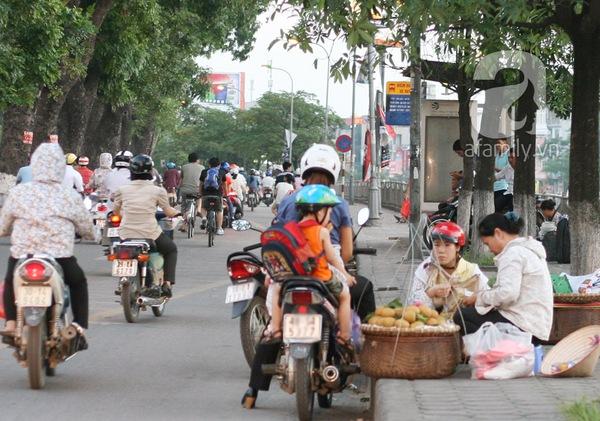 """Cân """"điêu"""" tại Hà Nội: Quái chiêu móc túi những chị em hay mặc cả  1"""