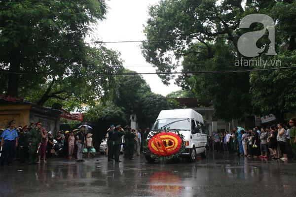 Nước mắt hòa mưa, tiễn đưa 18 chiến sĩ về nơi đất mẹ 3