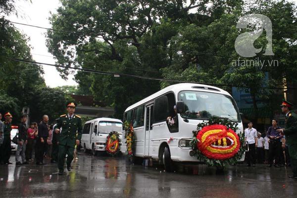Nước mắt hòa mưa, tiễn đưa 18 chiến sĩ về nơi đất mẹ 4