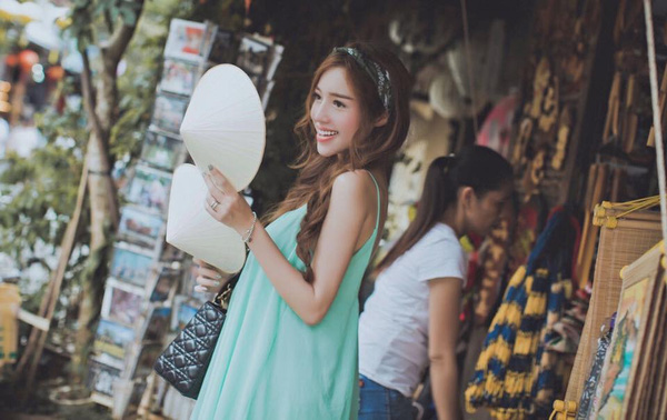 elly trầnelly trần
