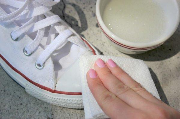 """white sneaker - Cẩm nang lựa chọn và bảo quản """"toàn tập"""" với giày sneaker trắng"""