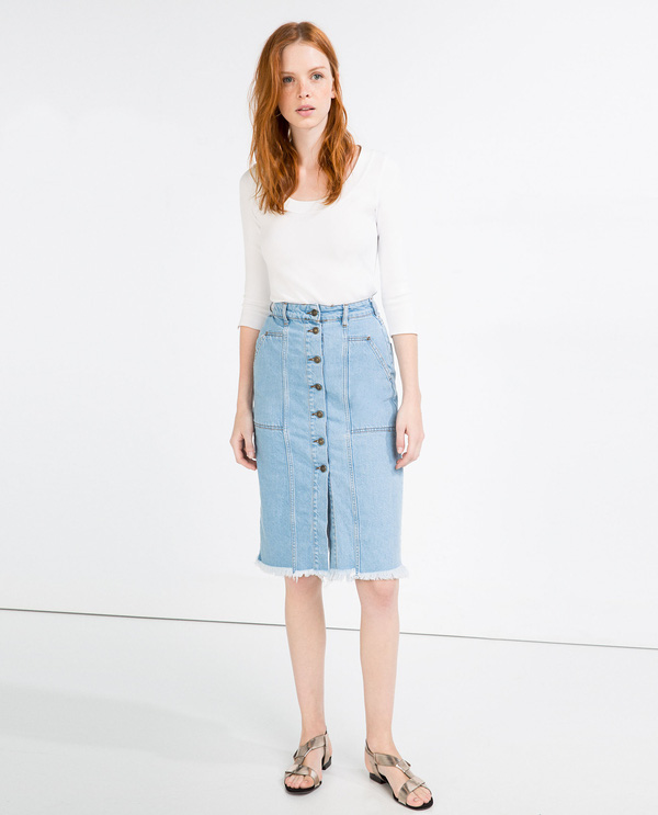 Chân váy cài cúc lưng cao: Xu hướng mới hot nhất trong mùa xuân hè này