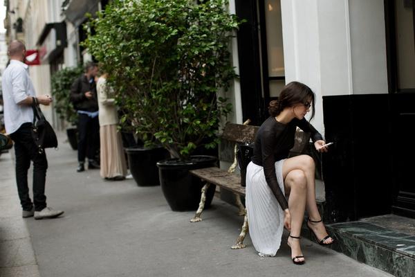Không phải giày cao gót, đây mới chính là cứu tinh của các nàng thấp bé