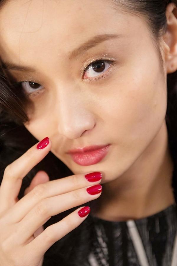 7 mẹo trang điểm mắt-môi nhũ mới toanh cho những ngày lễ hội 8