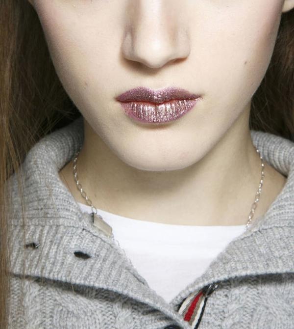 7 mẹo trang điểm mắt-môi nhũ mới toanh cho những ngày lễ hội 9