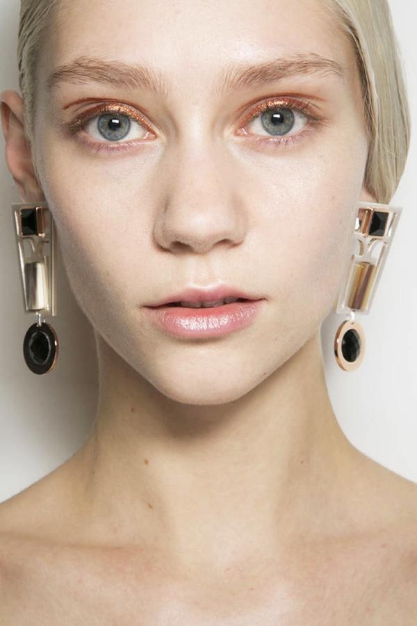 7 mẹo trang điểm mắt-môi nhũ mới toanh cho những ngày lễ hội 2