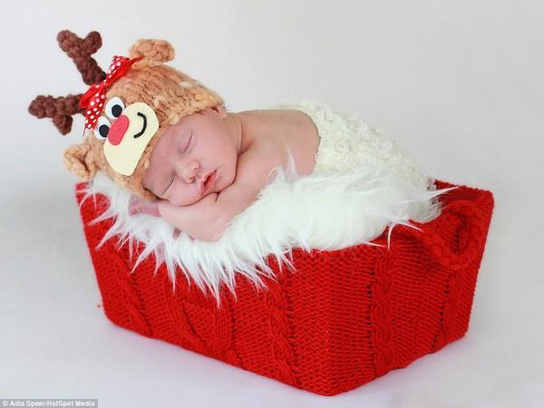 Ngây ngất với chùm ảnh bé sơ sinh trong trang phục Noel 1