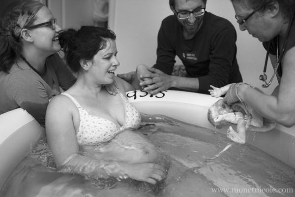 sinh con dưới nước 8