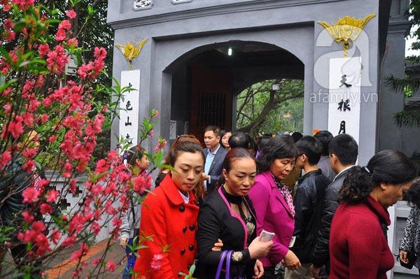 Người dân Hà Nội - Sài Gòn nô nức đi lễ chùa ngày đầu năm 9