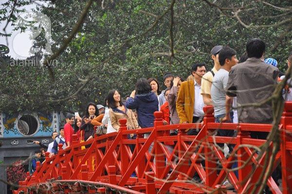 Người dân Hà Nội - Sài Gòn nô nức đi lễ chùa ngày đầu năm 8