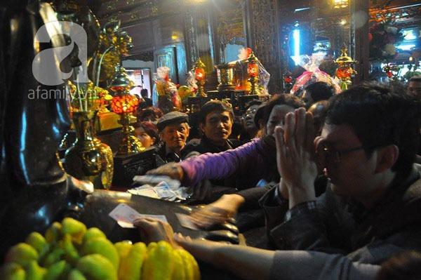Người dân Hà Nội - Sài Gòn nô nức đi lễ chùa ngày đầu năm 7
