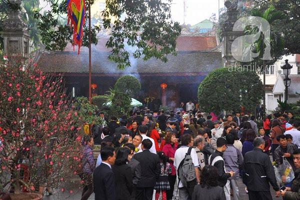 Người dân Hà Nội - Sài Gòn nô nức đi lễ chùa ngày đầu năm 6