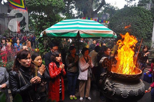 Người dân Hà Nội - Sài Gòn nô nức đi lễ chùa ngày đầu năm 4