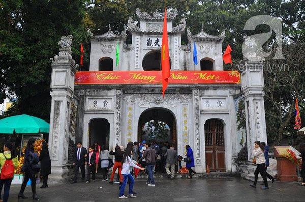 Người dân Hà Nội - Sài Gòn nô nức đi lễ chùa ngày đầu năm 1