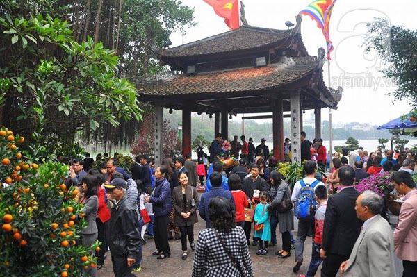 Người dân Hà Nội - Sài Gòn nô nức đi lễ chùa ngày đầu năm 10
