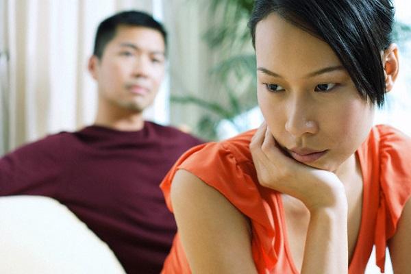 Biết được những bí mật khi cầm tờ xét nghiệm ADN trong ngăn kéo bàn của chồng