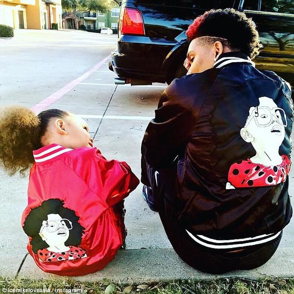 """Ai cũng sẽ muốn trở thành một ông bố tốt khi thấy cặp bố con """"không thể đáng yêu hơn được nữa"""" này"""