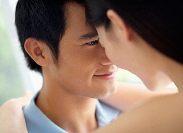 Đang yêu nhau, bạn trai vẫn nhắn tin đong đưa người khác
