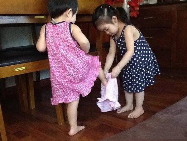 dạy con mặc đồ lót 2