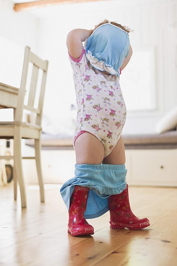 dạy con mặc đồ lót 1