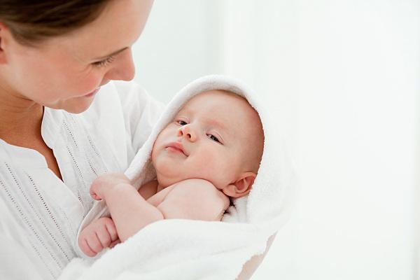 Mách các mẹ cách chăm bé sơ sinh vào ngày lạnh 1
