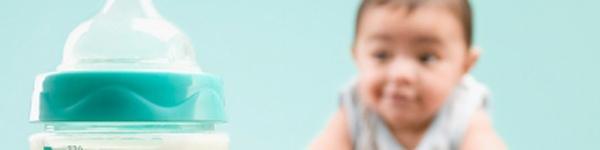 Những sai lầm kinh điển khi pha sữa cho con 1