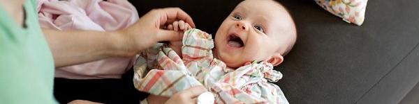 Cùng trải nghiệm cảm giác của bé sau khi chào đời 4