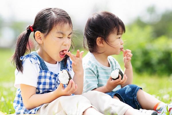 Chế độ ăn cho mẹ và bé khi con bị rối loạn tiêu hóa 1