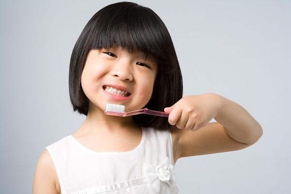 Kinh nghiệm hay của một bà mẹ tập cho bé đánh răng 4