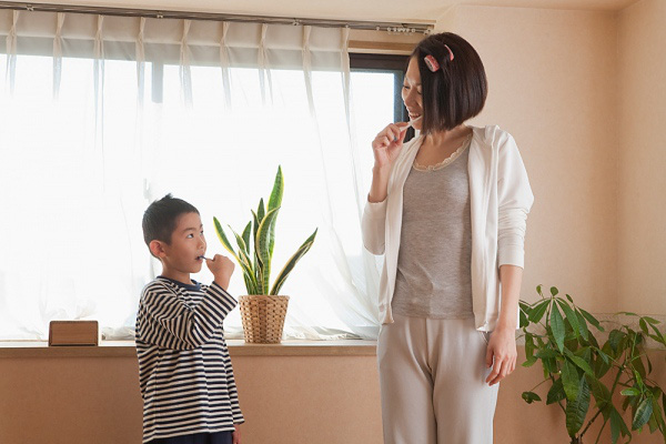 Kinh nghiệm hay của một bà mẹ tập cho bé đánh răng 2