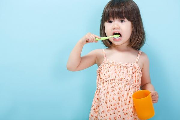 Image result for Tập đánh răng cho bé đúng thời điểm