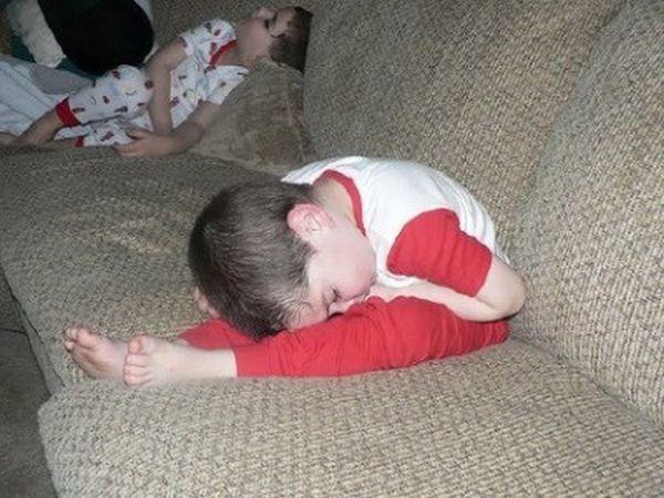 Không thể nhịn cười với chùm ảnh bé hài hước khi ngủ 16