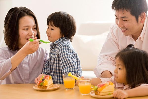 Những nhóm thực phẩm mùa hè mẹ nên cho bé ăn 2