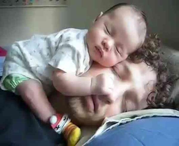 Không thể nhịn cười với chùm ảnh bé hài hước khi ngủ 2