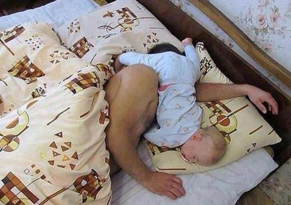 Không thể nhịn cười với chùm ảnh bé hài hước khi ngủ 3