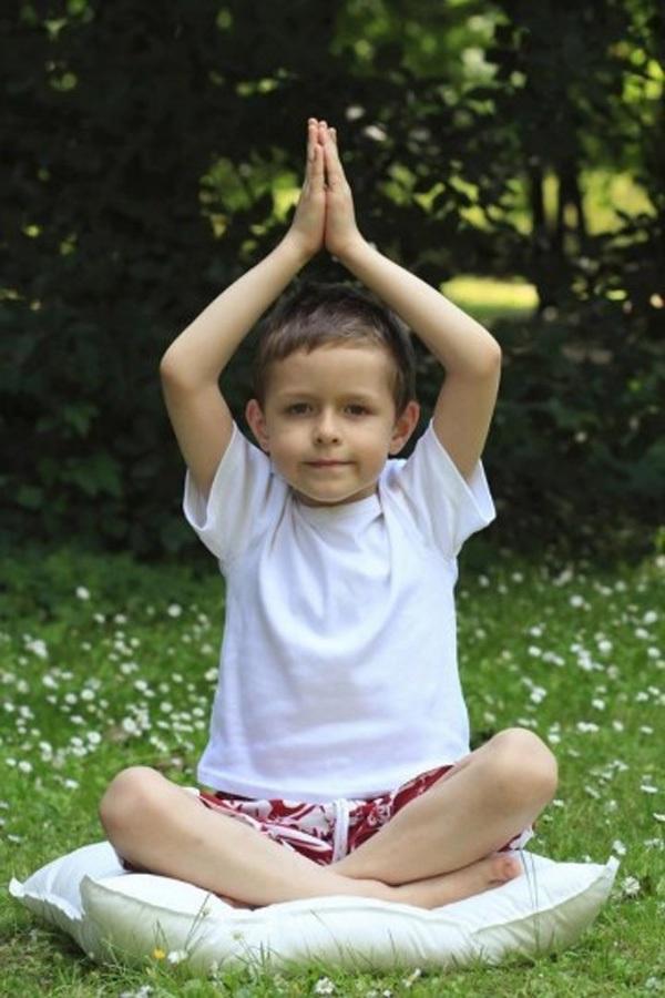 5 tư thế yoga tuyệt vời cho bé 1