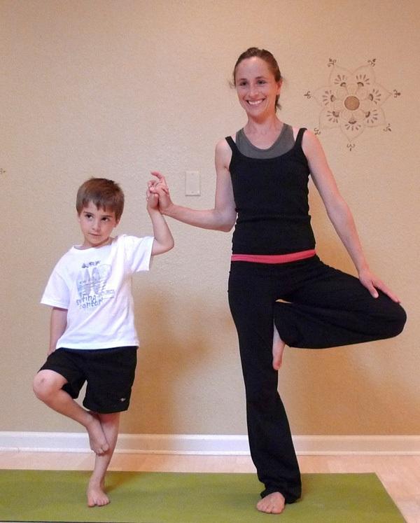 5 tư thế yoga tuyệt vời cho bé 2