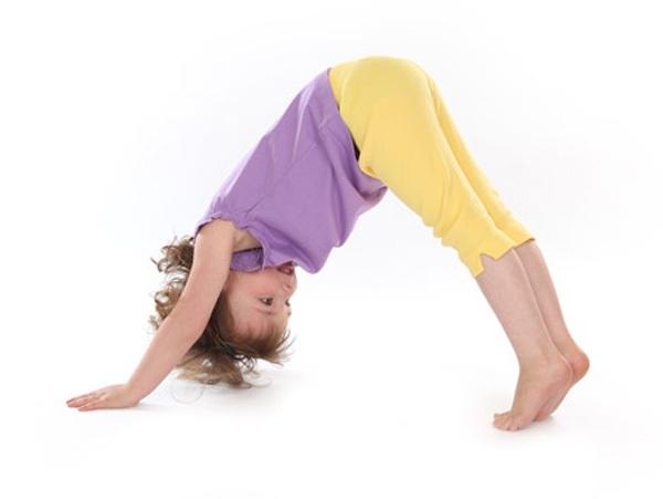 5 tư thế yoga tuyệt vời cho bé 4