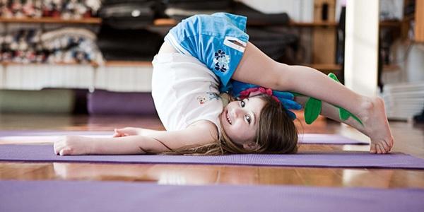 5 tư thế yoga tuyệt vời cho bé 5