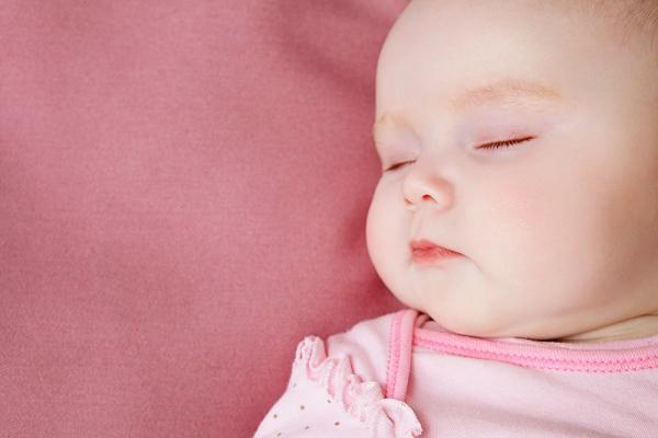 Ngăn ngừa hội chứng đầu phẳng ở trẻ sơ sinh 1