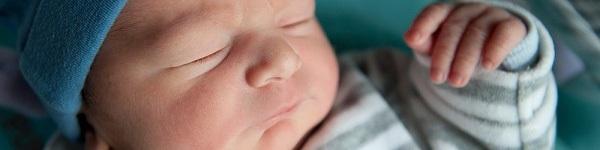 Tại sao mẹ phải học cách bế trẻ sơ sinh? 1