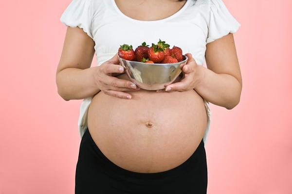 Một số lợi ích và lưu ý khi mẹ bầu ăn chanh, dâu tây và nho 6